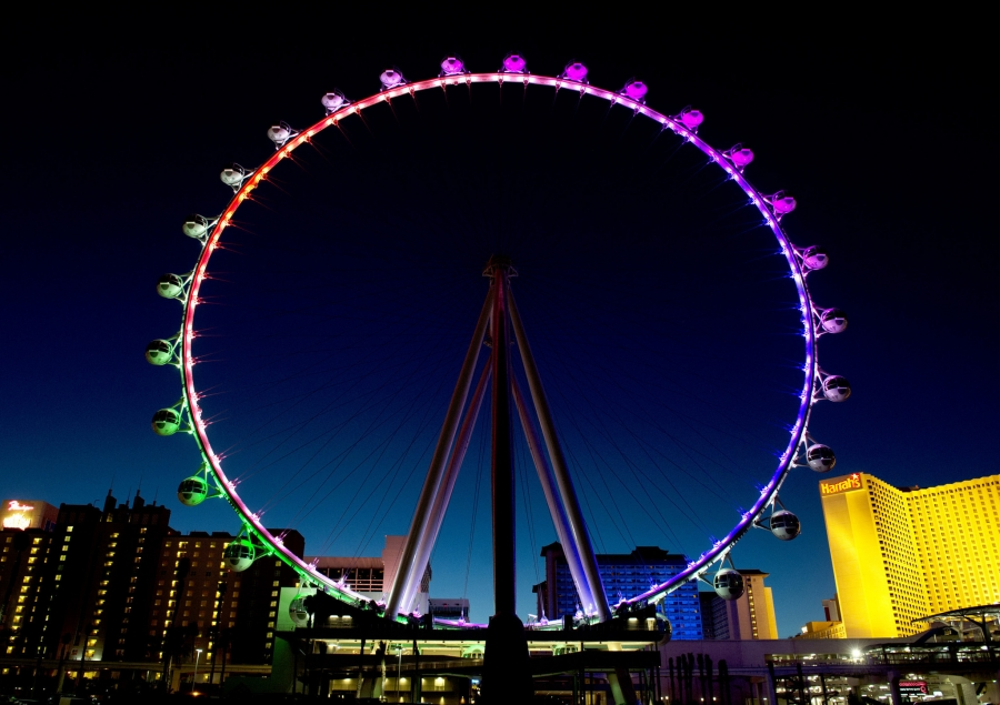 The High Rollers Wheel features 2,000 LED lights