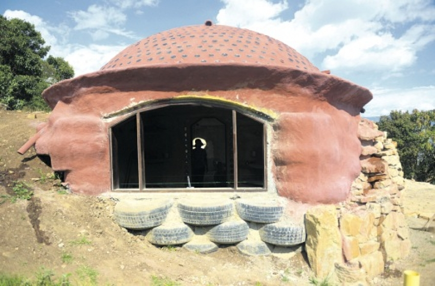 Video: old tires converted to eco-friendly homes in Colombia!