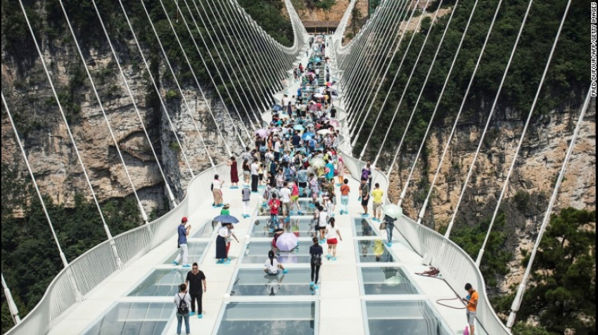 China's Zhangjiajie bridge of glass now closed… 13 days after the grand opening!