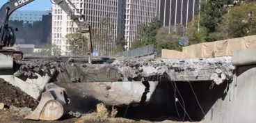 Bridge demolition for metro's construction in downtown LA (video)