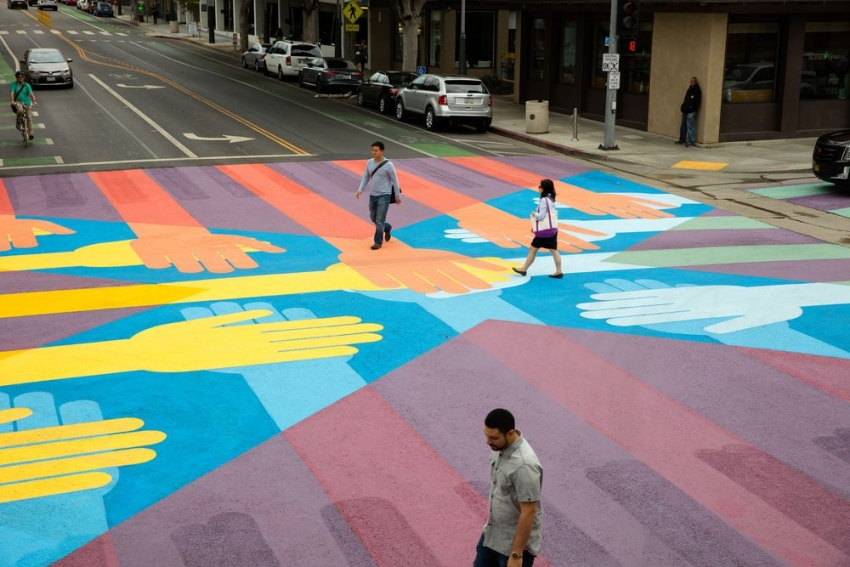 Colorful crossings for safer walking in the streets of Santa Monica