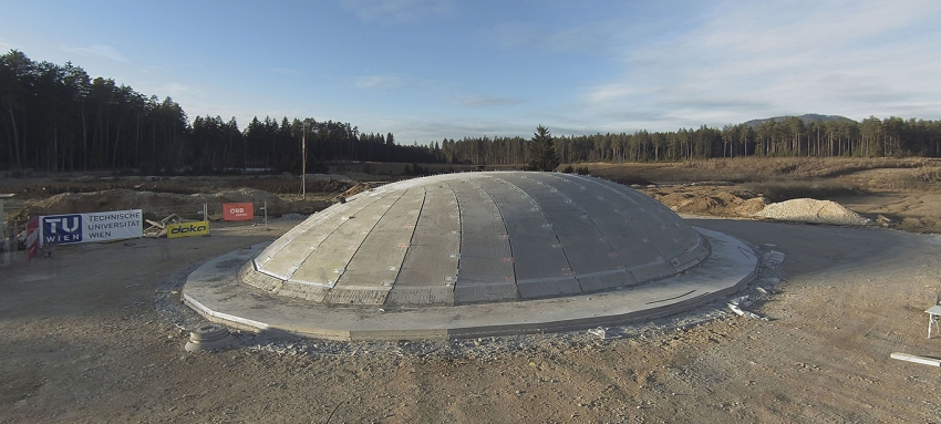 A new resource-efficient way to construct a concrete dome has been developed