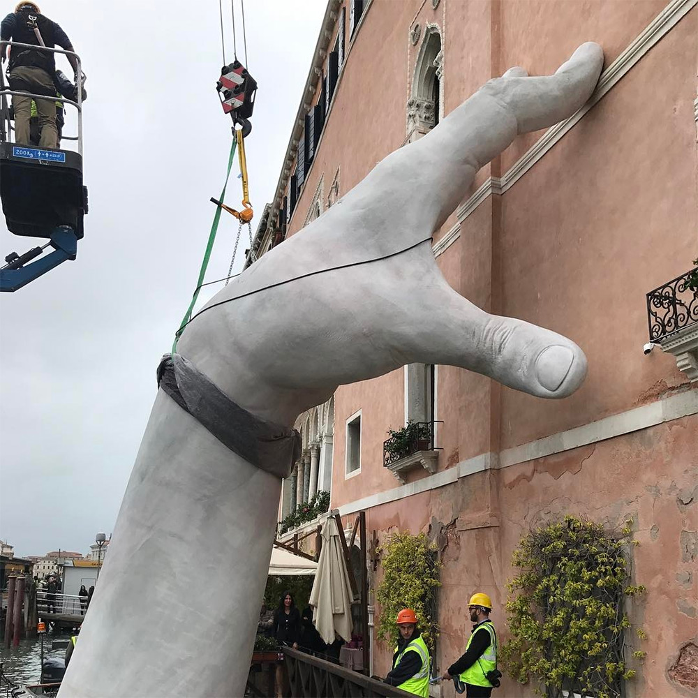 Gigantic arms Venezia 4