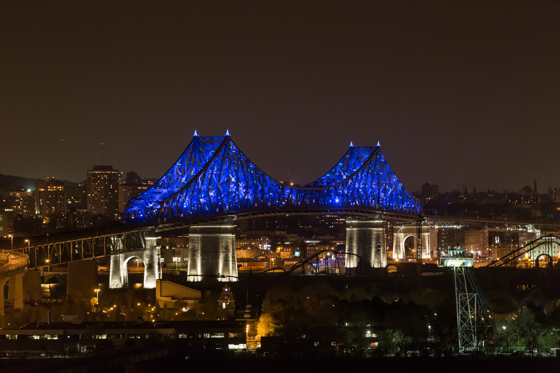 Montreal bridge changing colors 1