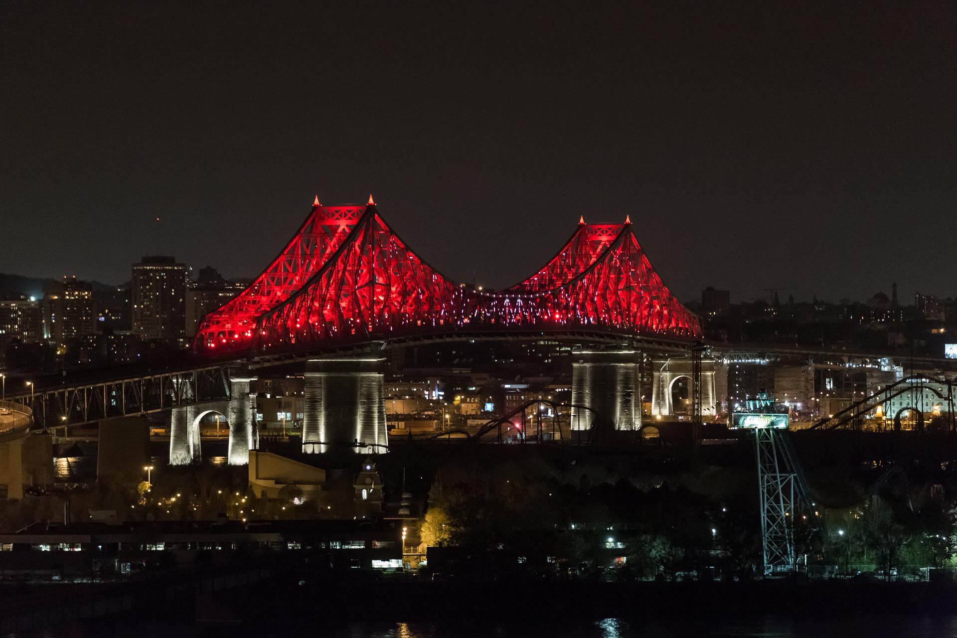 Montreal bridge changing colors 2