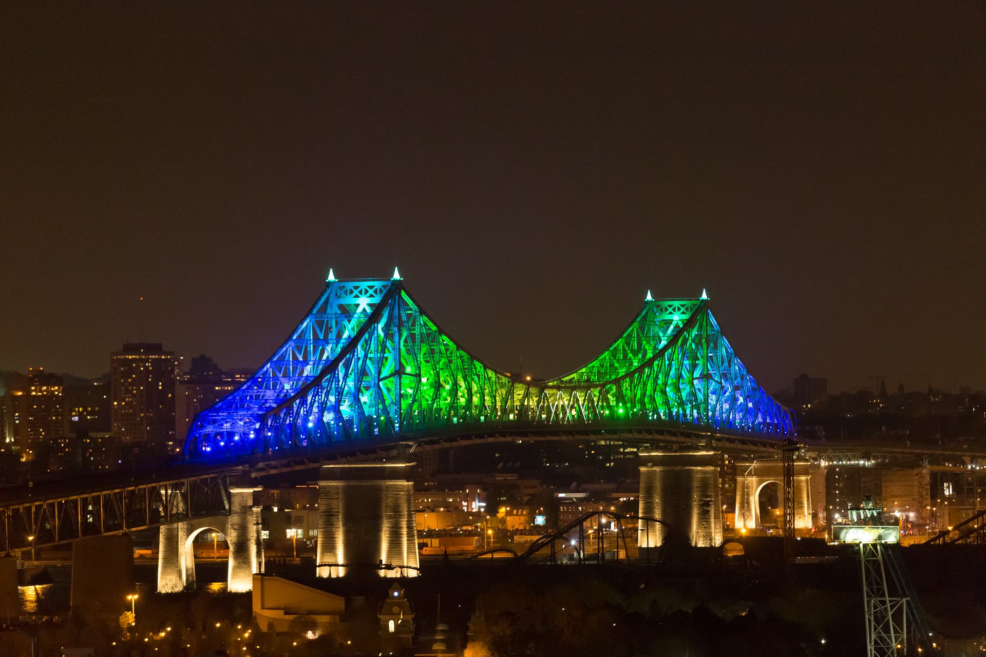 Montreal bridge changing colors 4