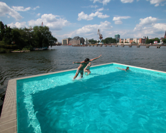 floating pool Berlin4
