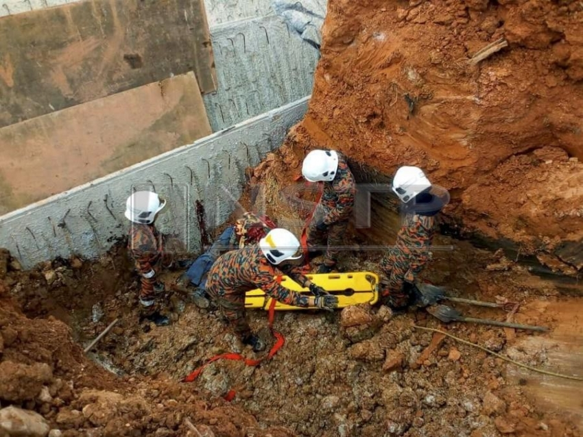 Bridge collapse in Kota Tinggi causes a construction worker's death