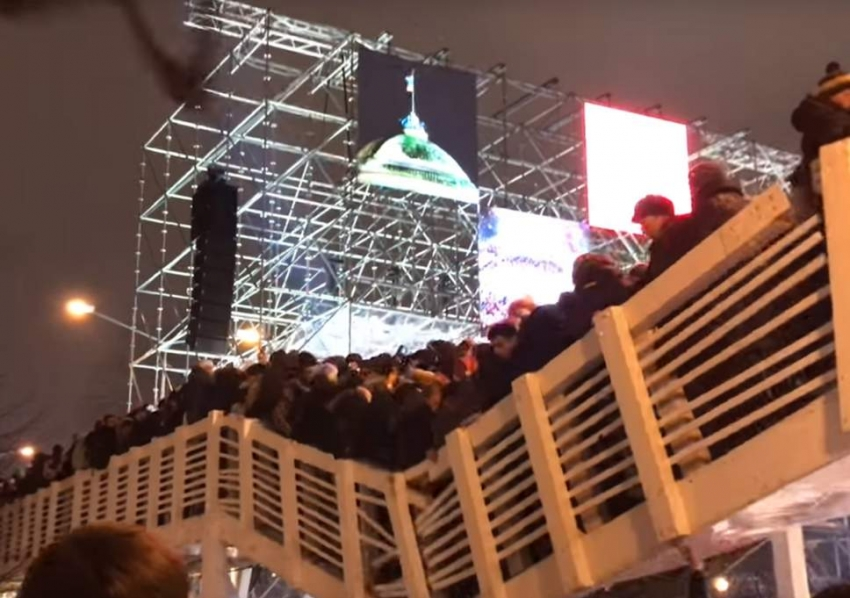 Pedestrian bridge collapse in Moscow