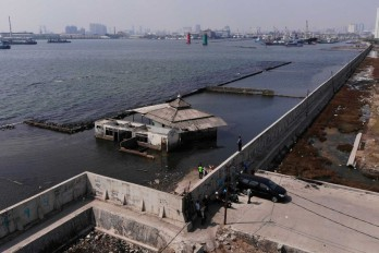 Jakarta needs a massive wall to prevent sinking into the sea