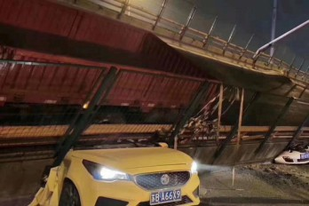 Overpass collapses in Wuxi, China trapping cars beneath