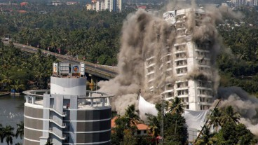 India demolishes skyscrapers that infringed environmental regulations
